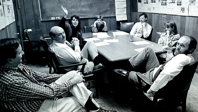 A News-Sentinel news meeting circa 1990 with Bob Norris, left, Vince Vawter, Sonya Doctorian, Linda Fields, Jack Lail, Amy Nolan and Frank Cagle. (NEWS SENTINEL ARCHIVE / Jack Kirkland)